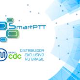 Ilustração com o logo SmartPTT e do Grupo CDC Telecom